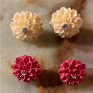 💚5/$25 2 pr resin mums flower crystal earrings